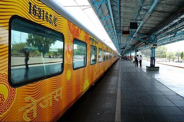 passengers traveling in tejas express will get 25 lakh travel insurance free