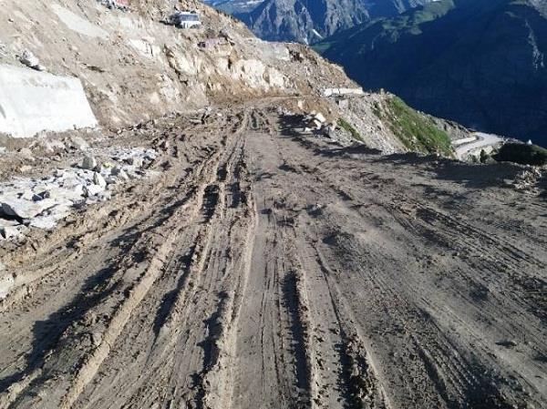 kullu rohtang gramphoo road in bad condititon