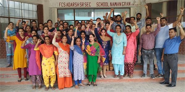 teacher boycotts teaching children for non payment of salaries
