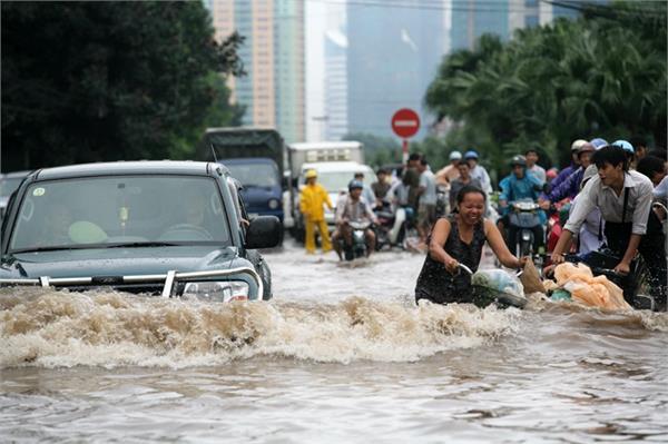 floods in vietnam kill 7 people