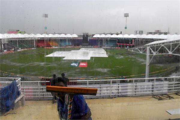 one day return to karachi awaits pakistan  sri lanka match due to rain