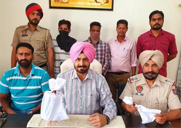 heroin recovered  2 smugglers arrested