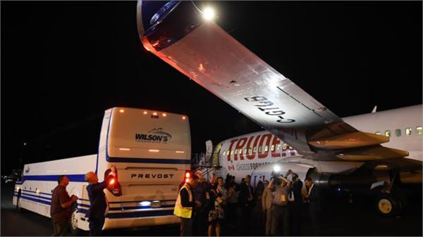 media bus hits justin trudeau  s campaign plane