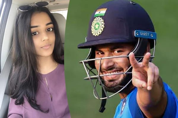 pant giving autograph girl says love you