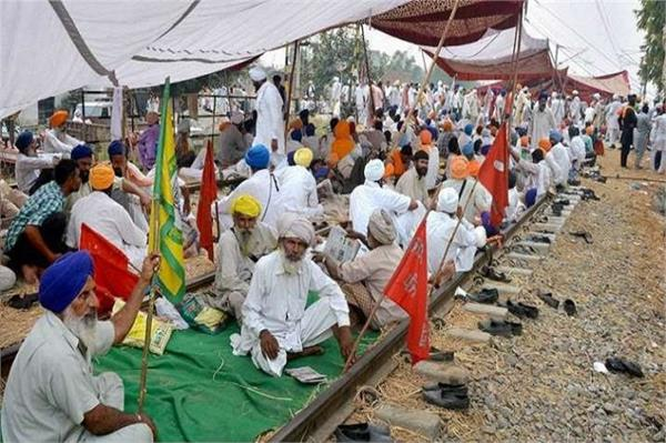 thousands stranded in container depots due to farmers   train blockade