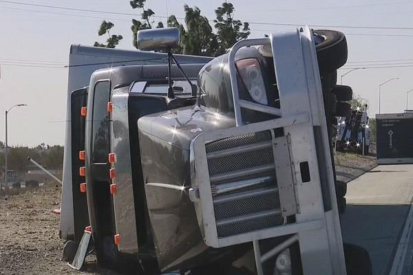 santa ana wind event caused 5 big rigs to overturn