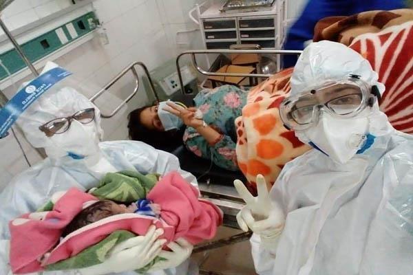 woman baby birth coronavirus positive hospital