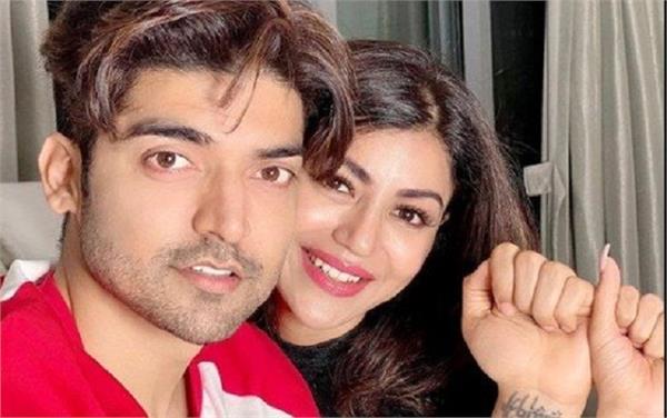 gurmeet choudhary with wife debina corona test positive