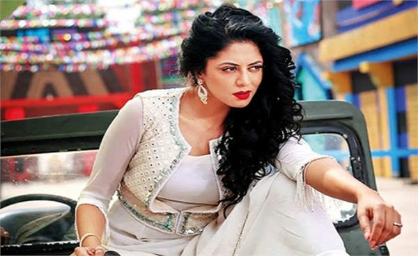 man sends pictures of his private parts to fir actress kavita kaushik