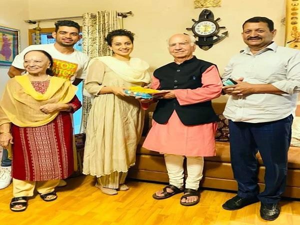 bollywood actress kangana ranaut meets former himachal chief minister