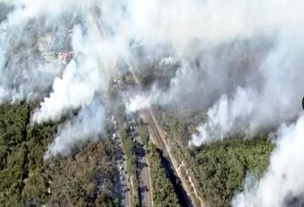 australia wildfire highway closed