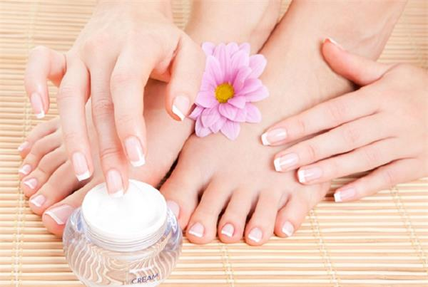 winter hands feet black scrubbing