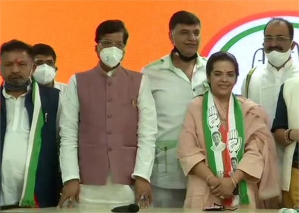 loktantrik janata dal chief sharad yadav  s daughter joins congress
