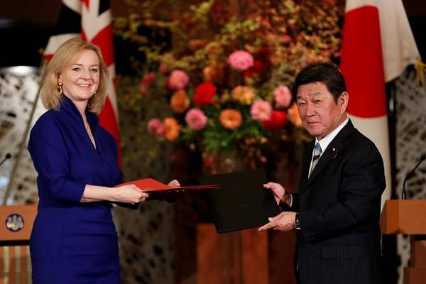 japan and britain sign free trade agreement