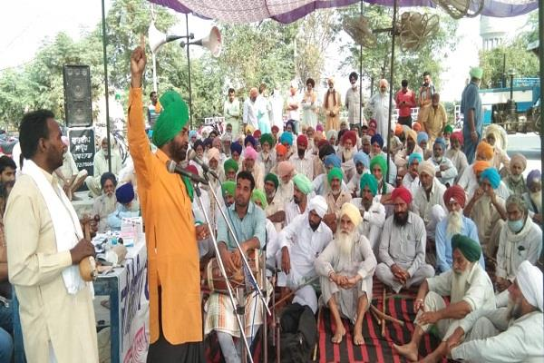 kisan morcha at reliance petrol pump in budhlada enters 23rd day