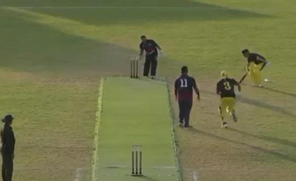 the batsman scored 2 runs with the ball in the wicketkeeper possession