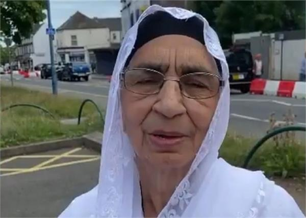 thousands of people in support for not deporting sikh widow