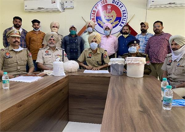 arrested whatsapp call pakistan police drug smugglers