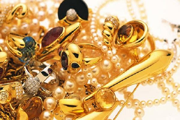 gold can be cheaper by rs 5 000 by jan feb