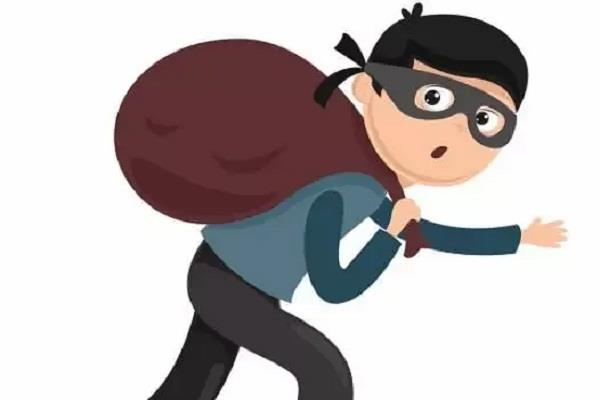 bhavanigarh area a gang of thieves targeted a house