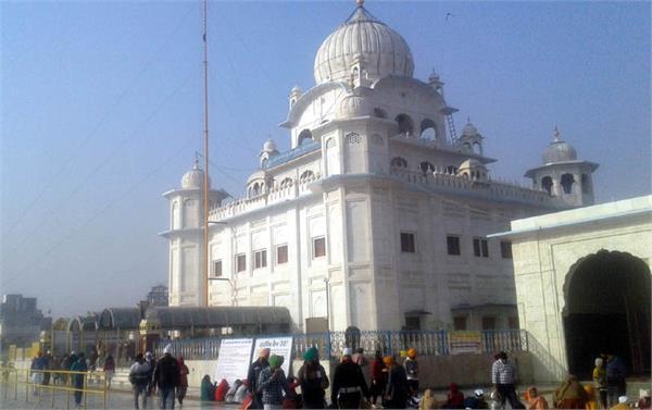 sangats at sri darbar sahib on the occasion of gurpurab
