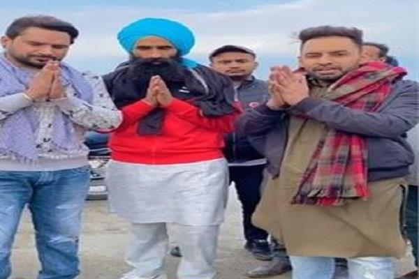 kanwar grewal reached khanauri with his companions