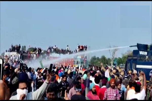 karnal police farmers barricades protest