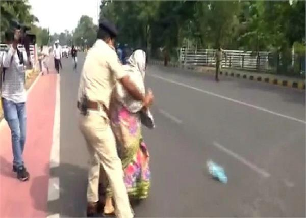 couple attempted self immolation outside the odisha legislative assembly