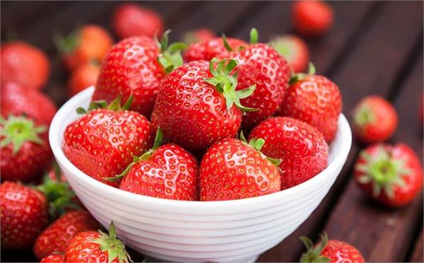 diabetes control eyes light strawberries benefits