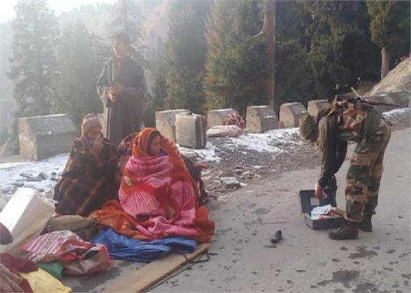 road accident  army personnel rescued seven people in jammu and kashmir