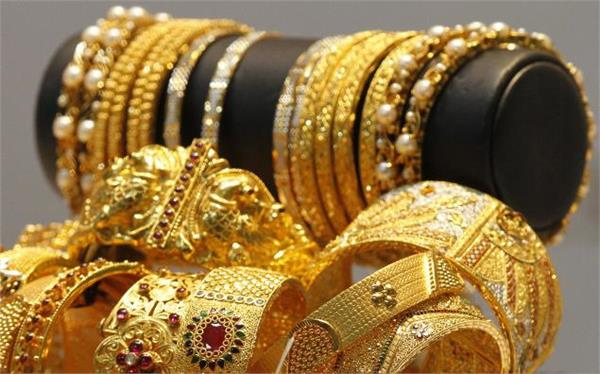 gold prices dip marginally