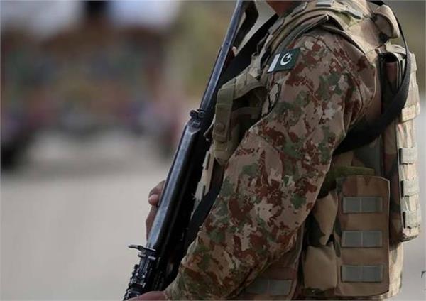 pakistani army killed by afghan terrorists shot