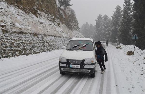snowfall in kashmir valley 86 km long historic mughal road still closed