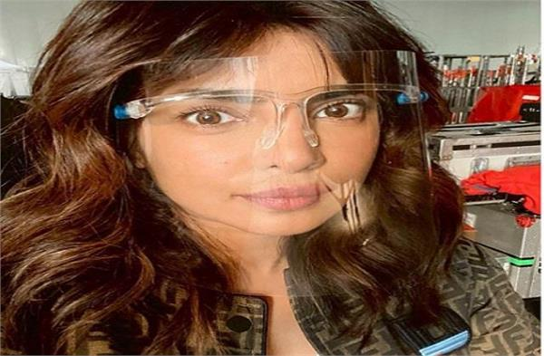 priyanka chopra shooting in london  shared photo with face shield
