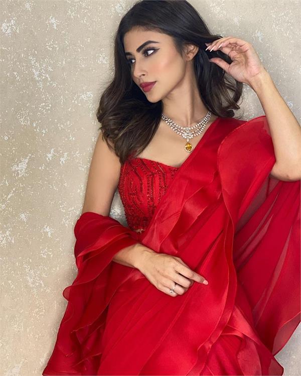 moni rai looks very beautiful in red saree heart of fans