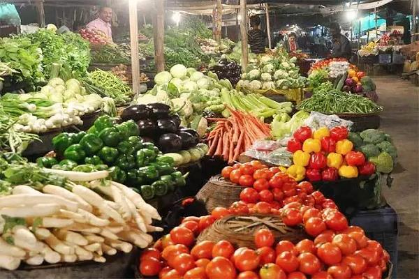 retail prices of vegetables and fruits skyrocket in delhi