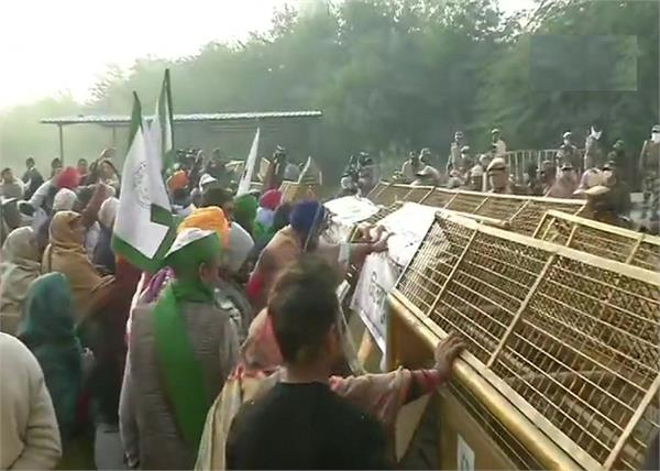 delhi farmers protest remove barricading placed at ghazipur border