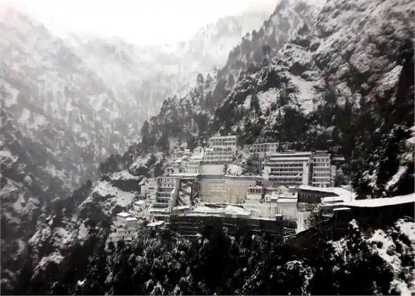 mata vaishno devi shrine in katra receives snowfall