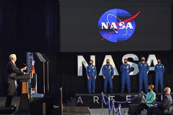 nasa  18 astronauts