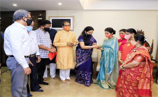 urmila matondkar actress joins uddhav thackeray led