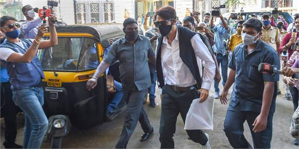 famous bollywood actor left india in between ncb investigation