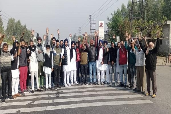 jalandhar residents chanted slogans and protested against the government