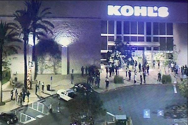 woman shot dead in los angeles store