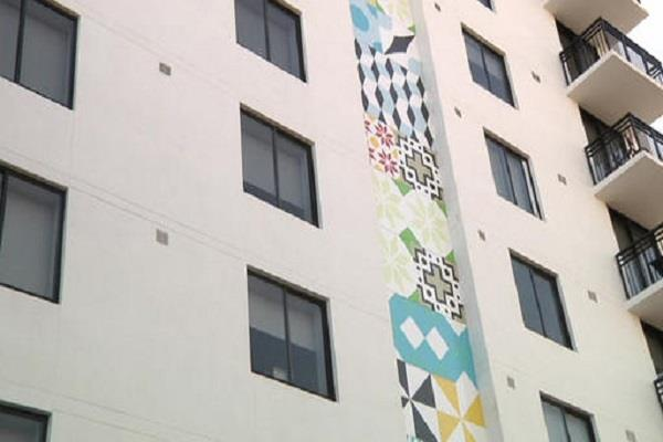 palm tree helps toddler survive 4 storey fall from apartment
