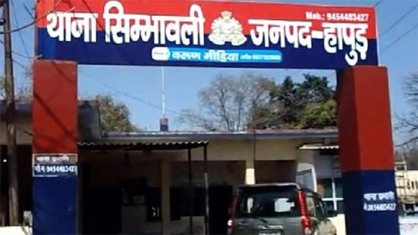 hapur  rape in the car with a girl by pretending to marry