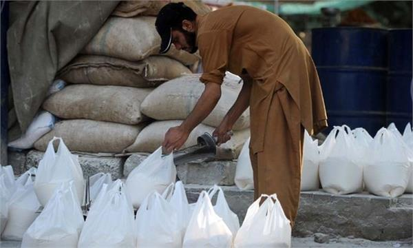 flour cost in pakistan  sale in lahore rs 70 per kg