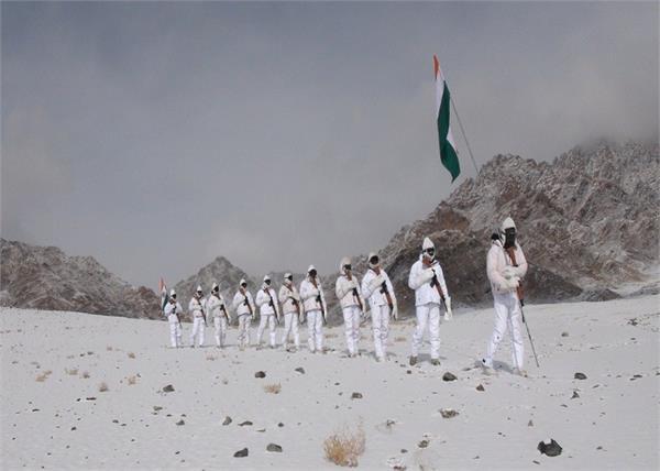 ladakh tricolor indian army republic day