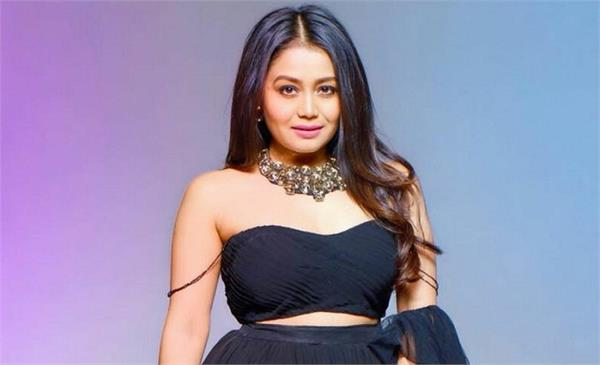 indian idol 11  neha kakkar gives rs 2 lakh to a needy contestant