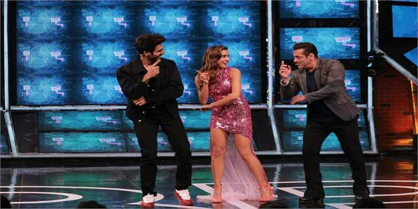 love aaj kal actors sara ali khan and kartik aaryan grace bigg boss 13 sets