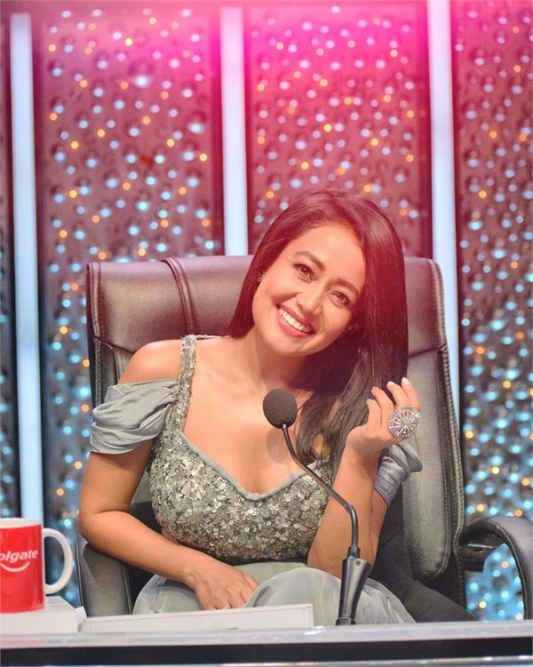 neha kakkar gifts rs 2 lakh to firefighter on indian idol 11